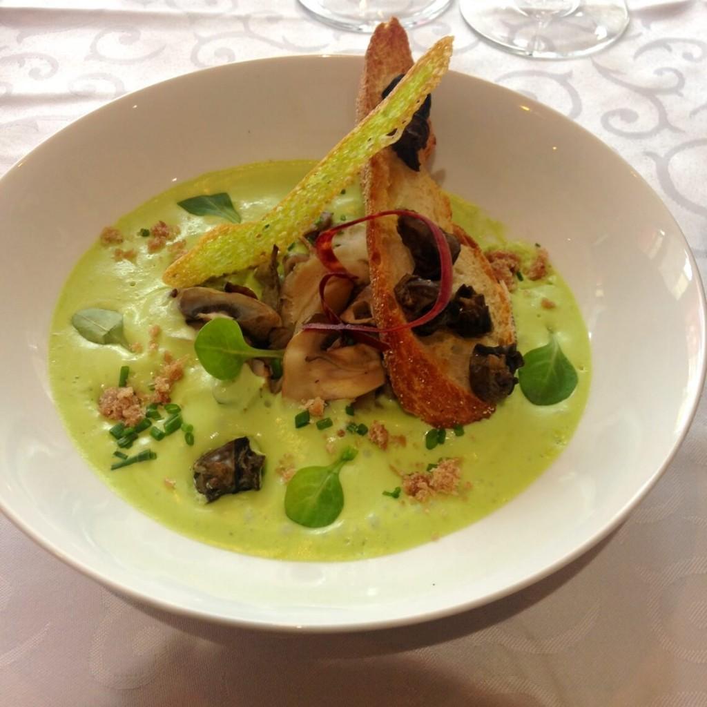 Recette d'escargots, espuma à l'ail, champignons et jambon de Vendée