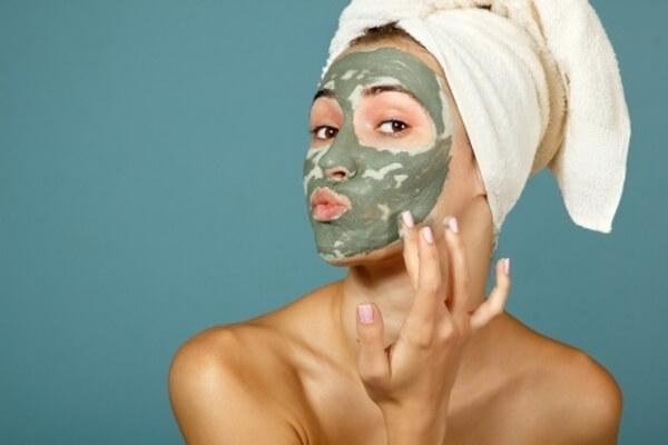 Masque à l'argile pour les peaux grasses