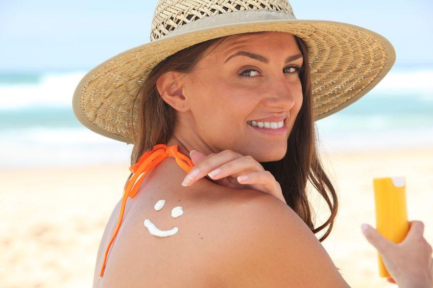 Le soleil est la cause principale des taches brunes de la peau.