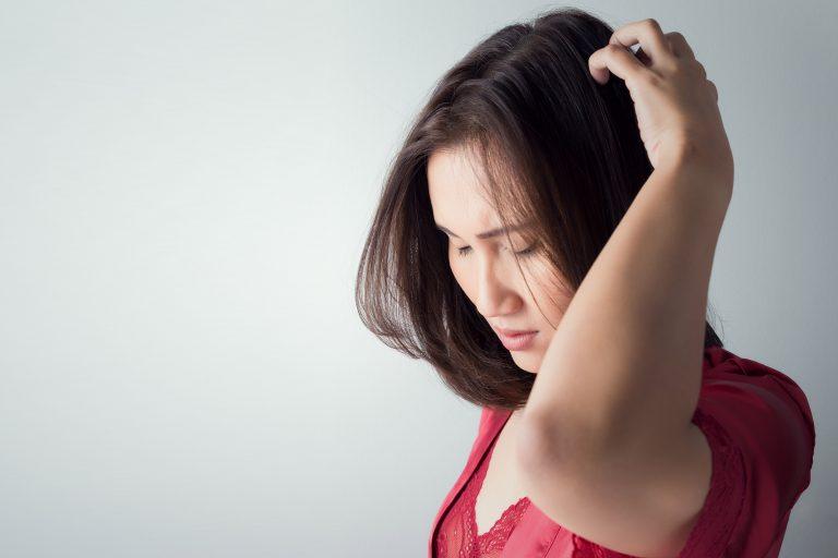 enlever pellicules cheveux